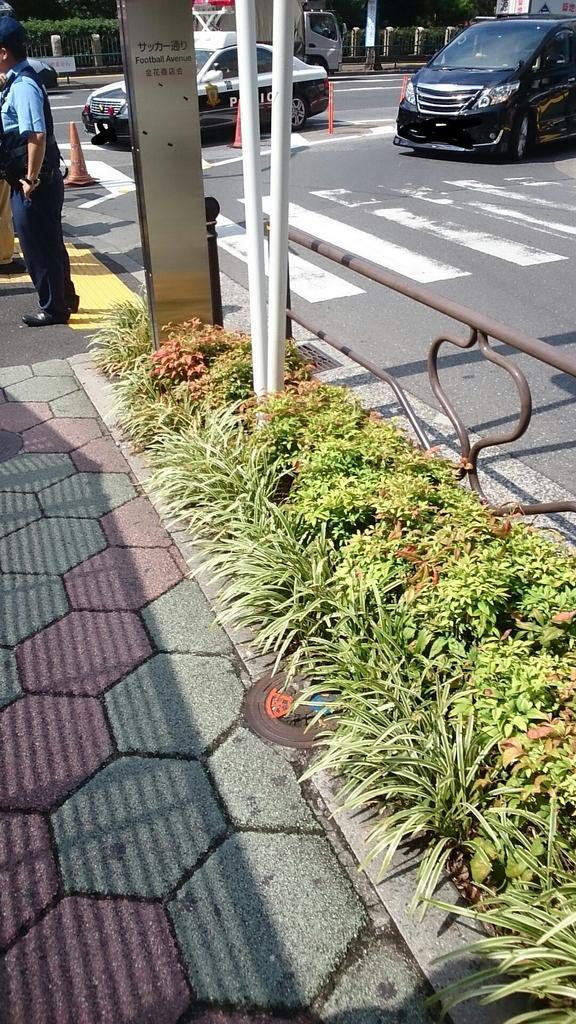 コトブキヤとうらぶ列ガチで警察沙汰ですね、警察が列詰めてってアナウンスしてる http://t.co/kbX12uO5S2