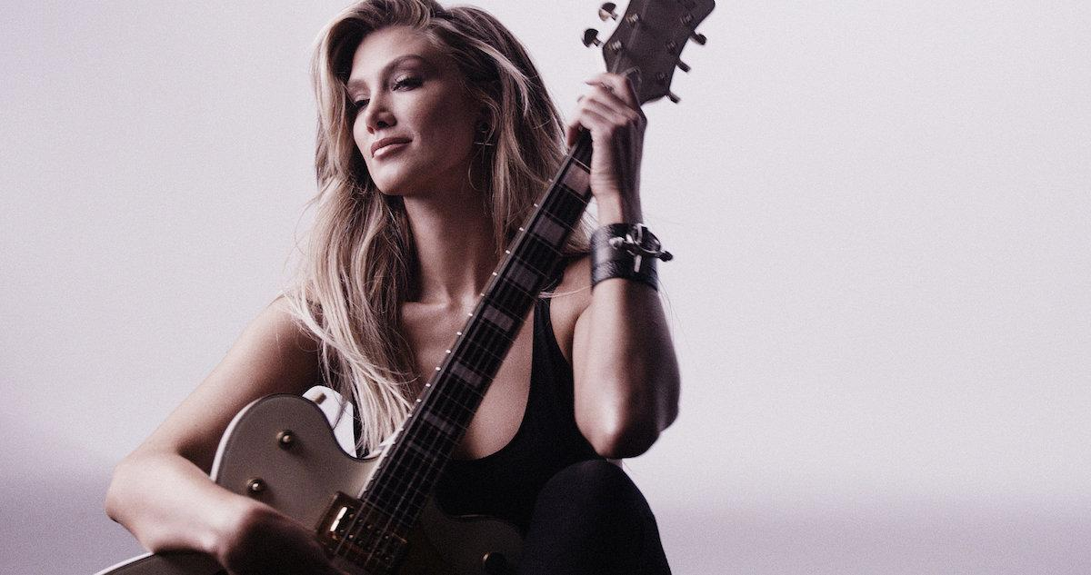 "It's official! Delta Goodrem's (@DeltaGoodrem) ""Wings"" hits #1 on ARIA Singles Chart http://t.co/x2LjSTG6Ee http://t.co/Lme0A7bpND"