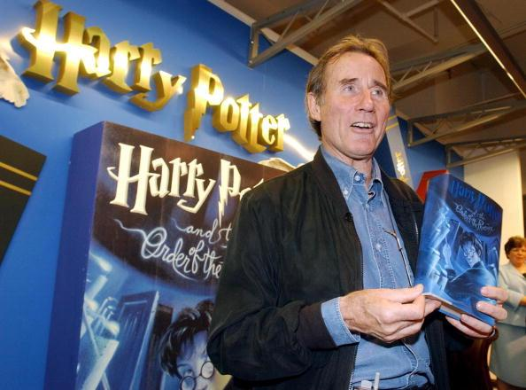 Happy birthday to Jim Dale, narrator of the U.S. #HarryPotter audiobooks, who turns 80 yrs old on Aug. 15, 2015!! http://t.co/2v8m4yFypQ