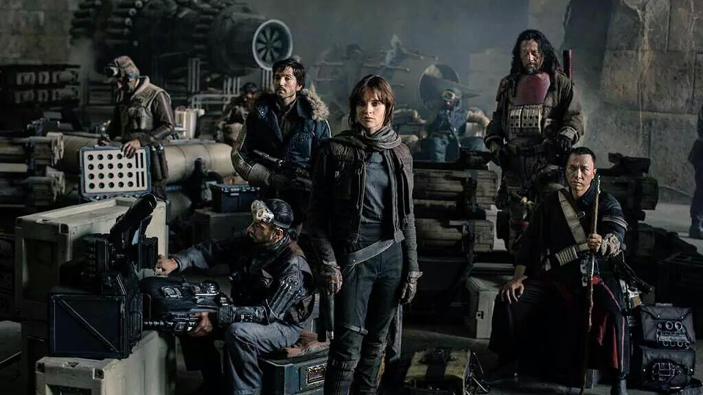 Primera imagen del reparto (rebelde) de Rogue One, el primer spin-off de #StarWars, con Felicity Jones y Diego Luna http://t.co/ehjHr3qcYQ