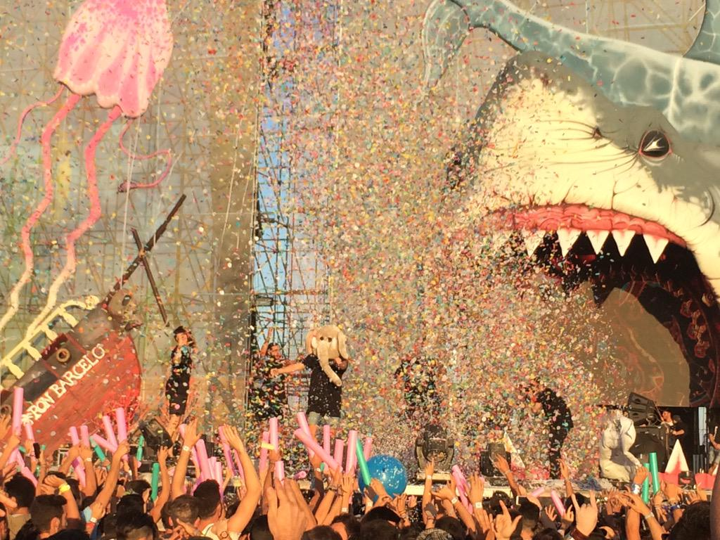 Cierre de @spaceelephants2 en @medusasunbeach ¡brutal! #Medusa2015 http://t.co/9LsxJWKWis
