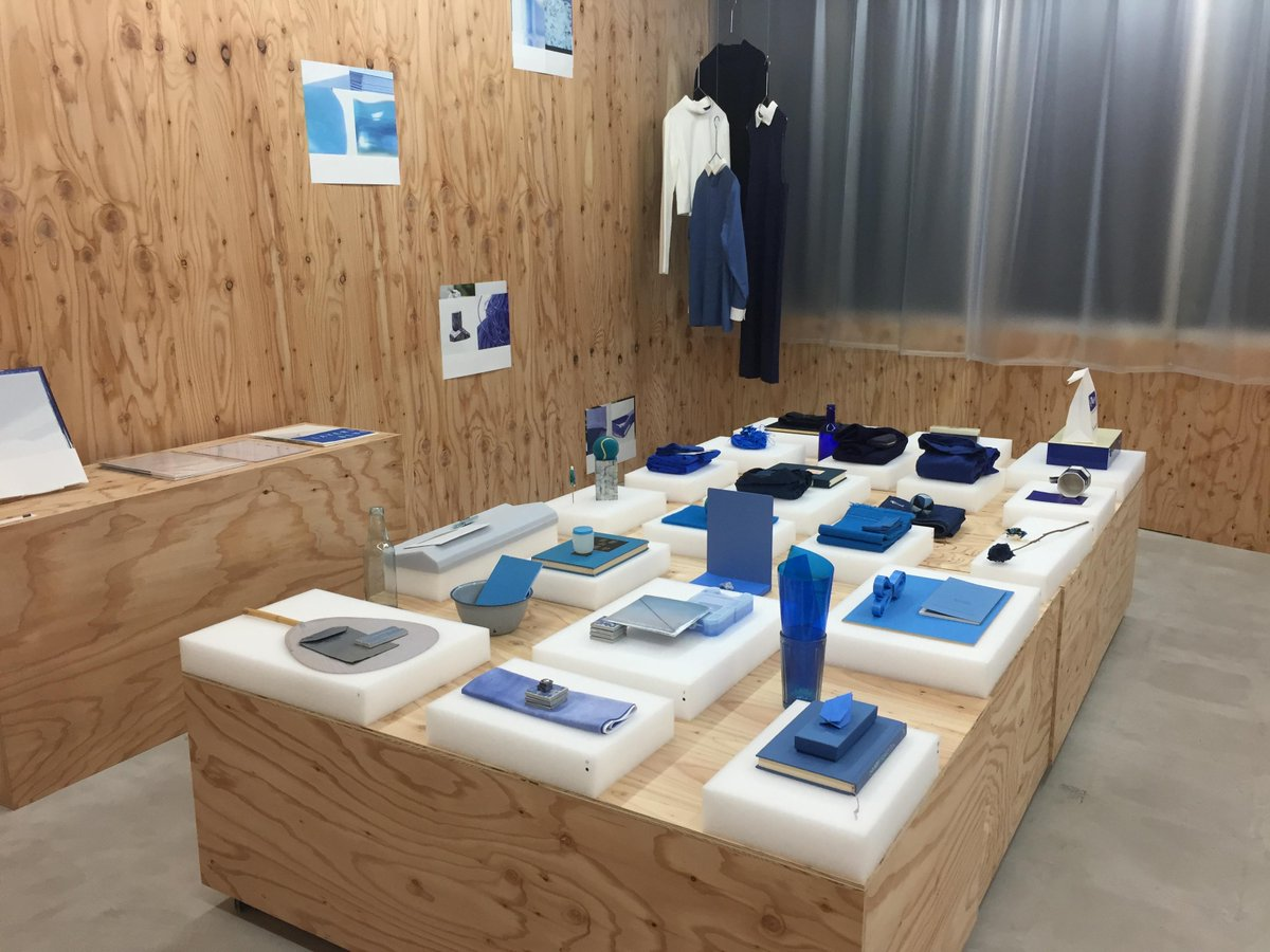 生家がある盛岡のショップCIYで行われている、ファッションブランド Jens の個展「BLUE」を見に来ています (: 都市と地方が交錯する素晴らしい展示。お近くの方は是非! http://t.co/ohWqK8quKM http://t.co/y7bEQWIMeu