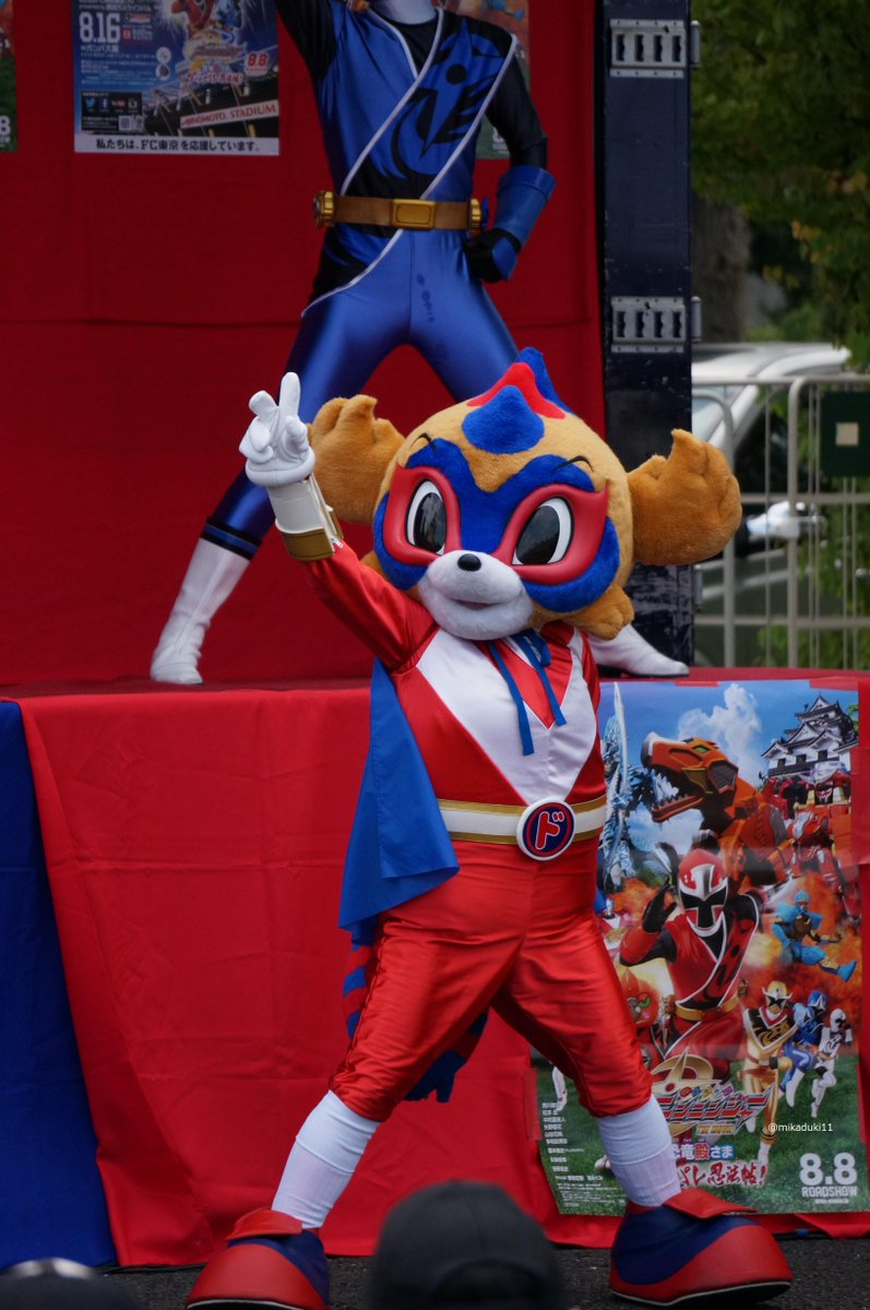 「なんじゃモンじゃ!ニンジャ祭り!」を踊るドロンパ http://t.co/coGUhF6VOe