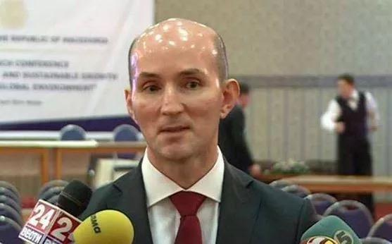 His head is brighter than my future http://t.co/ARsMuLtKep