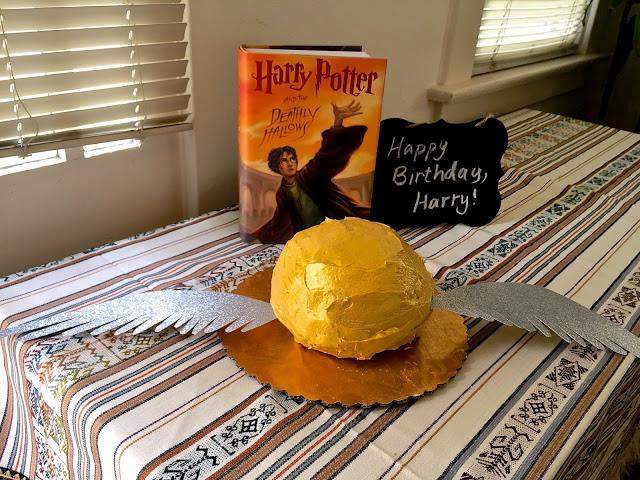 Love this Harry Potter snitch cake!