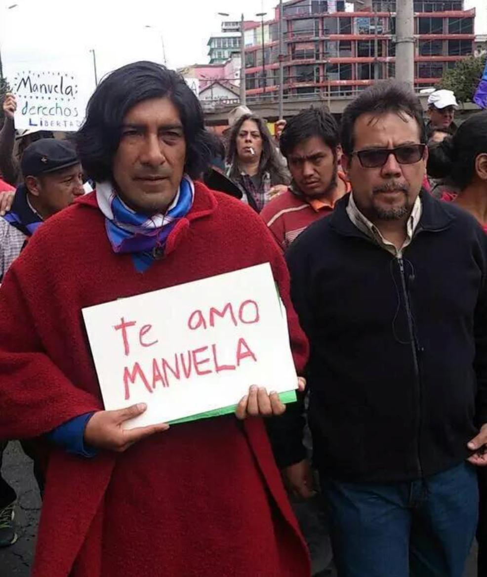 Nuestra solidaridad con #ManuelaPicq  En el amor todo se vale. En la guerra no. http://t.co/q5y043VaXo
