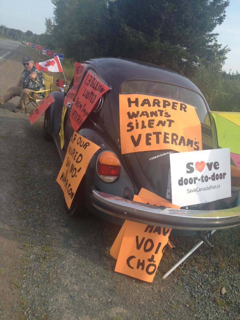 """The """"warm"""" welcome for @pmharper in Amherst #cdnpoli #elxn2015 #elxn42 #nspoli http://t.co/b5he9XbsxV"""