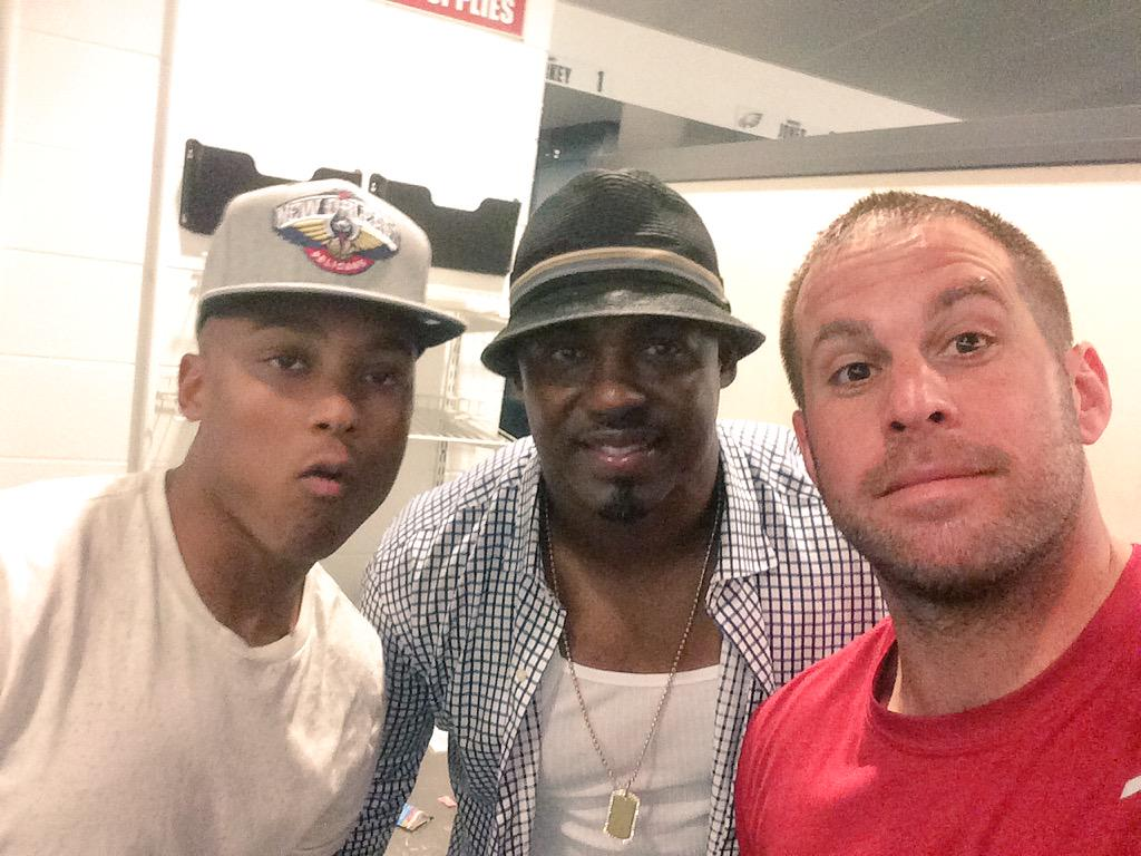 Great seeing @BrianDawkins in the locker room after the game #legend #leader #GreatestTeammate #Inspiration http://t.co/QW3RbQbKTm