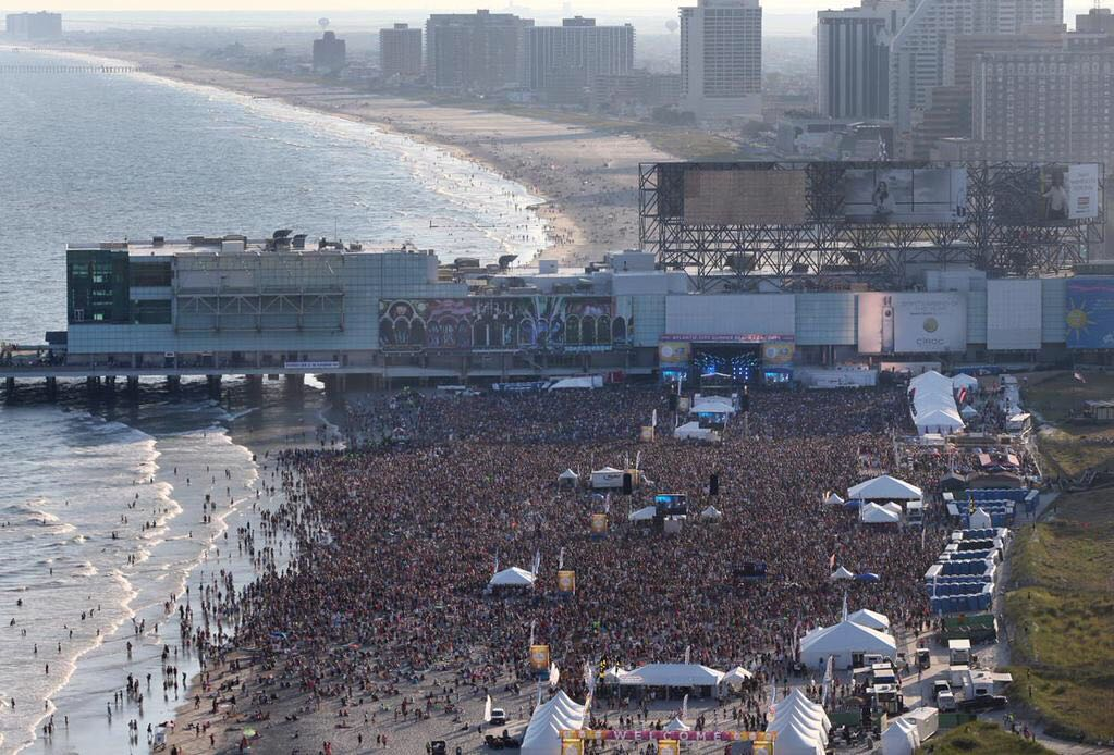 A glimpse of the crowd today. More than 50,000 at #ACBeachconcert #maroon5ac http://t.co/ap6ZgghzlX