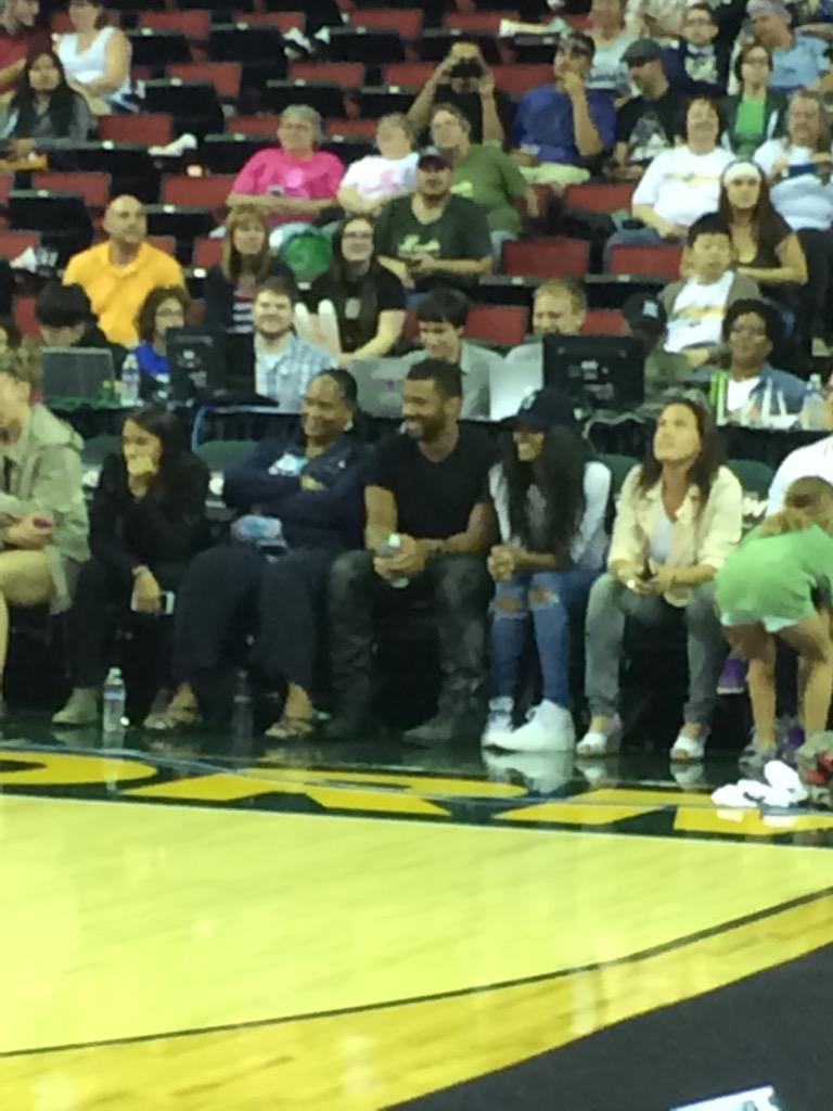 @DangeRussWilson & @ciara taking in some @seattlestorm hoops at @KeyArenaSeattle. #seahawks #stormbasketball #fb http://t.co/pGU1H2V7hP