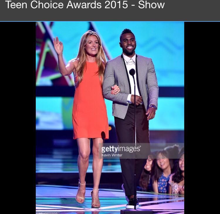 @jasonderulo The perfect gentleman every girl in heels needs.... He got my back #TeenChioceAwards #TeenChoice ❤️❤️❤️ http://t.co/rbfGH631iw