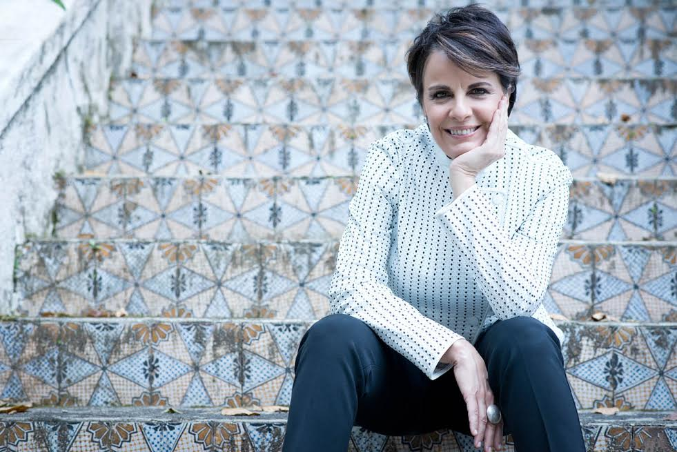 Leila Pinheiro traz novo show ao Teatro RioMar http://t.co/LsuLrJUbfZ http://t.co/RxpOqfQwsm