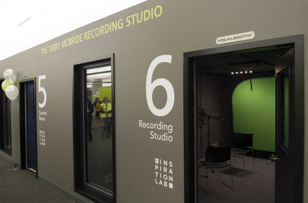 #YVR Public Library opened 'Inspiration Lab' Recording studios, green screens & it's all FREE! Bring one to #YYJ http://t.co/DD9qQhQStJ