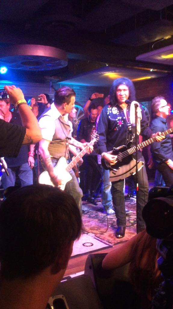 #JohnnyDepp rocking out to #Deuce with @genesimmons @mendingkids http://t.co/m4KAW25zMJ http://t.co/tST35H4qGt