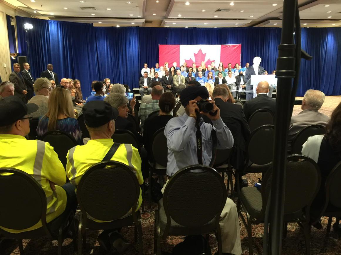 The crowd tries to shout down journalists asking Harper about Duffy scandal #elxn42 http://t.co/VzdiwyVwHY