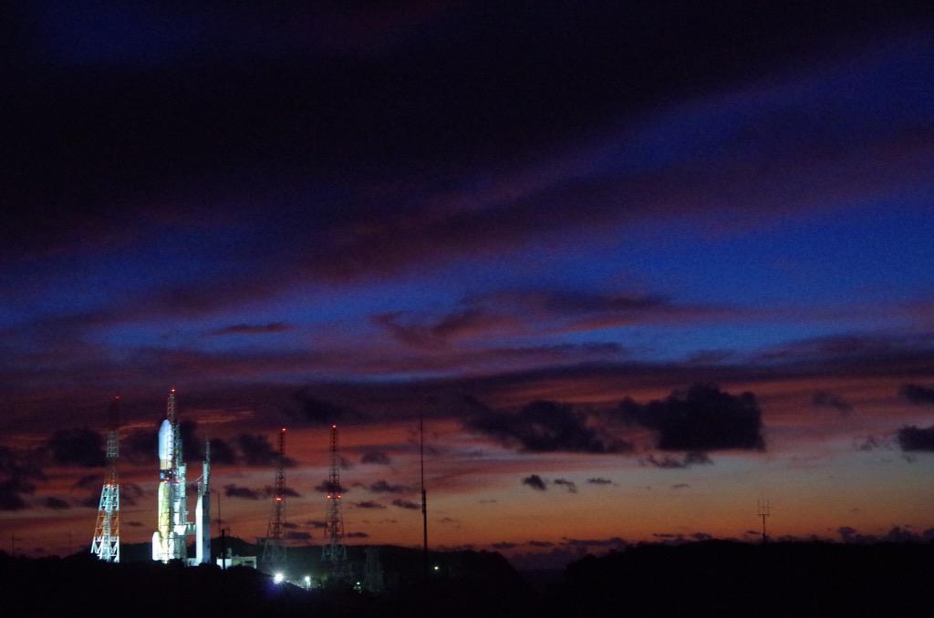 朝焼けにロケット #H2BF5 http://t.co/hXwHT6hKPx