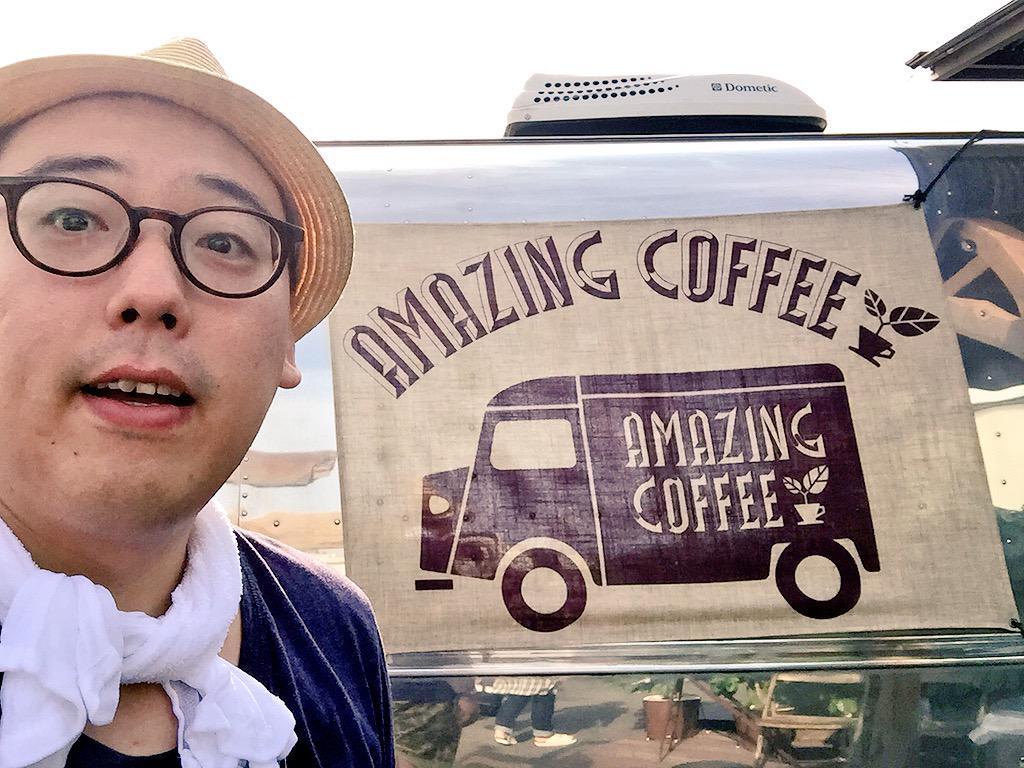 居酒屋えぐざいる内にある、TETSUYAさんプロデュースのAMAZING COFFEEに来ましたー!店内めっちゃオシャレ!ちなみに実際店舗で使ってるエスプレッソマシンはTETSUYAさんの私物だそうです。マシン持ってるんだ、すげー! http://t.co/difVnSZ3gz