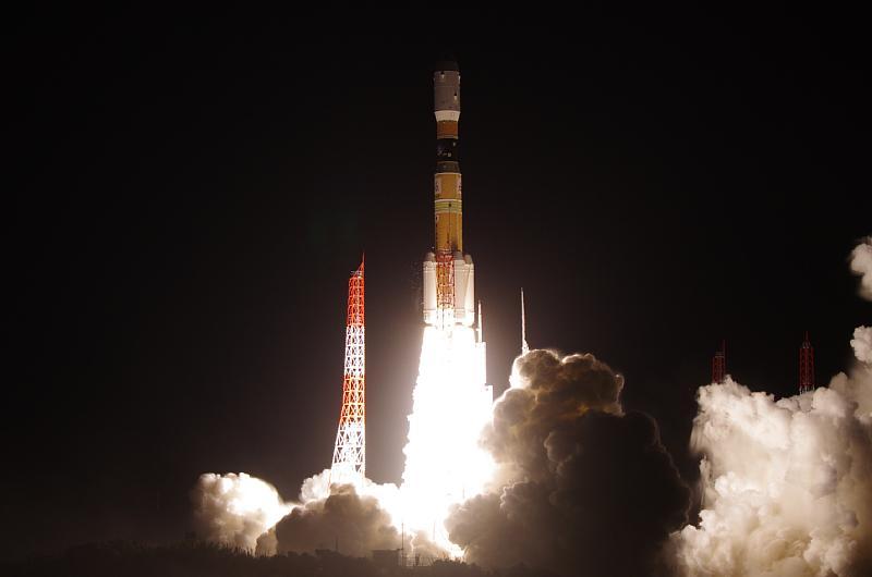 記者会見が終わって、ようやく自分の撮ったH2B F5の打ち上げ写真が見られたっ! http://t.co/0qTpzqQX9L