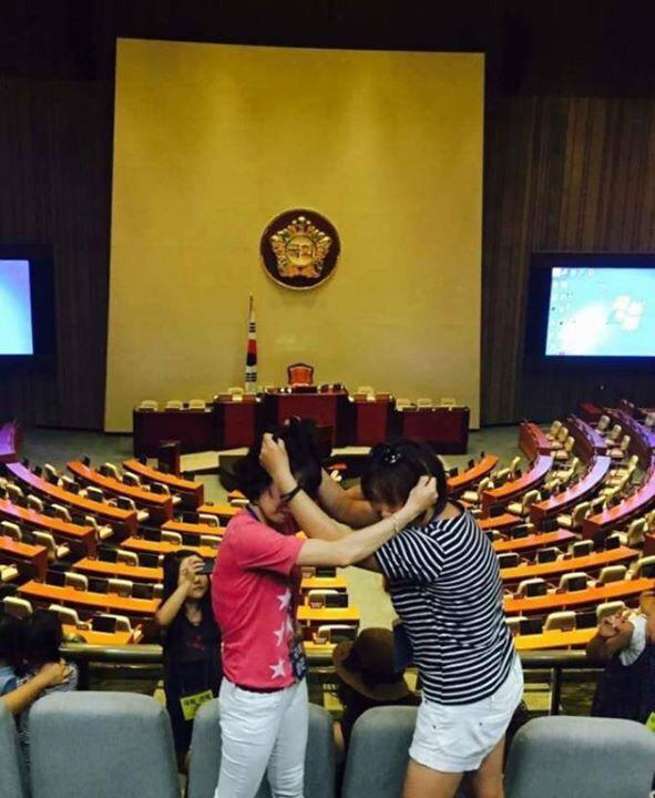 초딩들의 국회 견학 인증샷 http://t.co/odVJUTAEZi