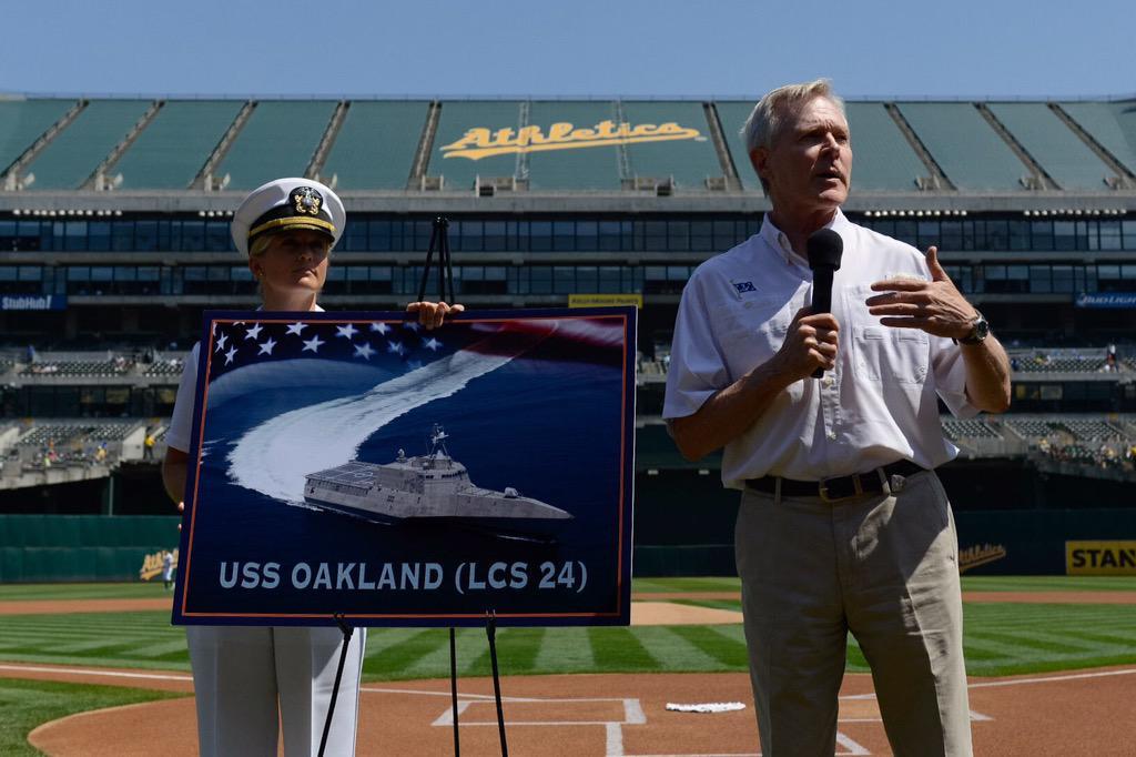 #SECNAV names #LCS24 as USS Oakland during MLB game between @Athletics and @Dodgers. @USNavy #PlatformsMatter http://t.co/lNnFjB1Gul