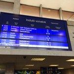 #Sopron Regionalzüge fahren nach #WienerNeustadt & #Deutschkreuz, aber #Flüchtlinge erreichen Sopron leider nicht http://t.co/J8kEw7GcIW