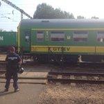 """Noch immer Sitzstreik und """"No Camp, Germany!""""-Rufe aus stickigem Zug in #Bicske mit @GetEmAdam http://t.co/5FV1HY00yX"""