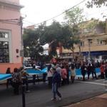Docentes interrumpen tránsito frente al Concejo Deliberante de Posadas. Foto @ElvaCarballo http://t.co/RiMbckzGcJ http://t.co/mWF7sl5B3p