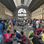 Keine Infos wann oder ob Züge fahren #keleti #refugees http://t.co/RRlHRZ6Z98