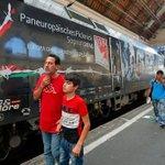 """Lok v Zuges aus #Budapest mit #Refugees trägt Schriftzug """"Europa ohne Grenzen seit 25 Jahren"""" #sarcasm #trainofhope http://t.co/f5oClvw58P"""