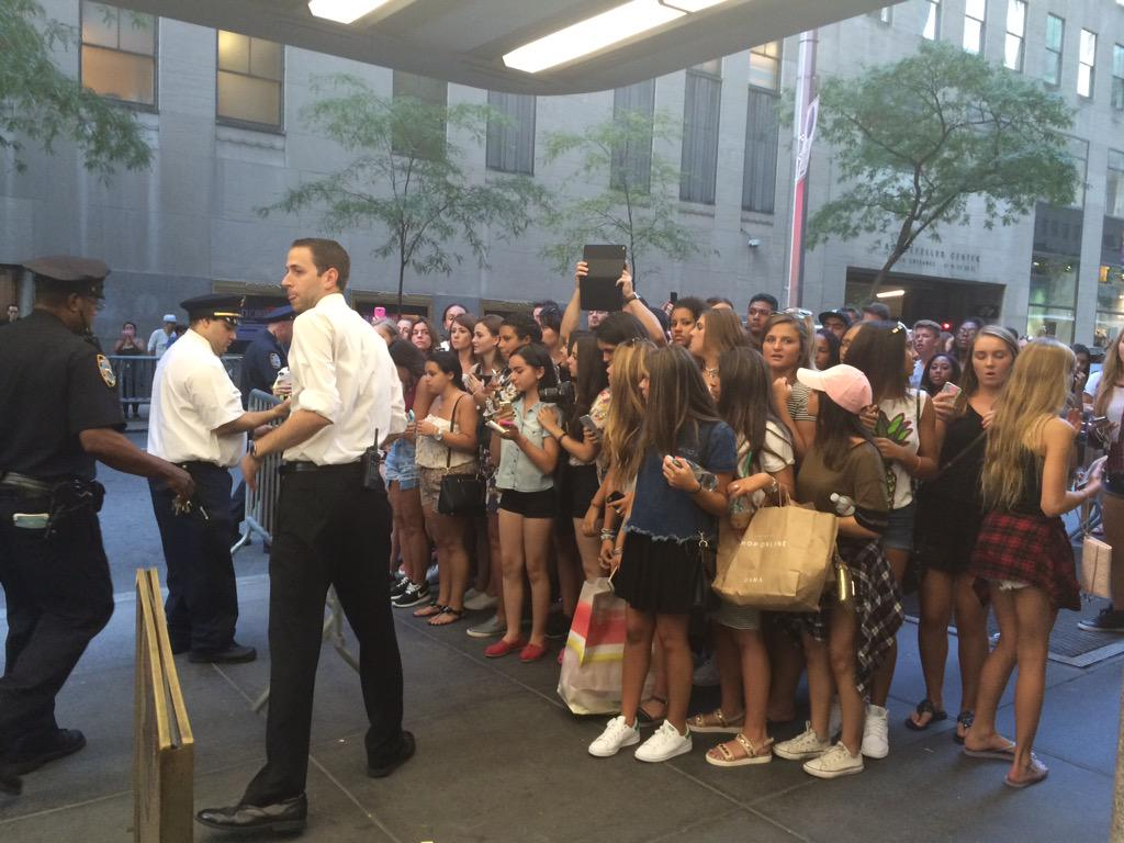 Justin Bieber was at @generalelectric building yesterday. Exiting meeting was very normal: http://t.co/1ATNeMgEM2