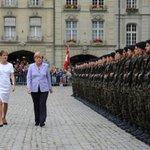 German chancellor Angela #Merkel is received with military honours on the Münsterplatz in Bern @RegSprecher (BK) http://t.co/9Vut32qTi1