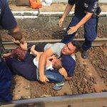 Flüchtlinge in Ungarn Das ist an Menschenverachtung kaum noch zu toppen http://t.co/a0F2aU2ddF http://t.co/20P71Am3XD