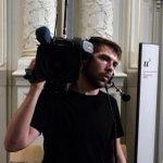 Der Kameramann steht bereit. Seien Sie per Live-Stream ab 15.00 Uhr dabei: http://t.co/1RnQjx3MIF #Angela #Merkel http://t.co/p9QlTyUbHp