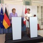 """#Merkel: """"Wir können vom Schweizer Vorgehen im Asylverfahren etwas lernen."""" http://t.co/nwtkAdGRFz"""