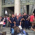 Polizei riegelt Bahnhof #Budapest wieder ab... #Flüchtlinge http://t.co/TfqWIjZcq8