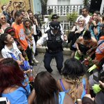 Police officers burst into dance in front of crowds at Notting Hill Carnival http://t.co/rVgptdheA5 http://t.co/ygSeOgpbre