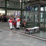 Angreifer an Darmstädter Hauptbahnhof von Polizei ins Bein geschossen. Bahnsteig evakuiert. Mehr in Kürze. http://t.co/ixZuxsVv7h