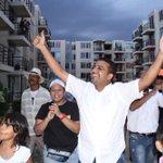 Habitantes de Urbanización Nando Marín reciben a @TutoUhiaAlcalde http://t.co/P6Hx68fCdn http://t.co/4Z5DFr2rqR