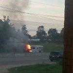 #AlertaTH: Se incendia vehículo de la Cruz Roja en la Vhsa-Frontera a la altura del Fracc Tercer Milenio #twittab http://t.co/JnEY0pOqXF