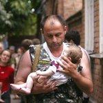 @kabu_romantic Беслан. Спасатель с девочкой. 10 лет спустя они снова встретились. #ПомнимБеслан http://t.co/KYVHKgn6ri