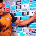 SPOTTED: Olivier Giroud welcoming Arsenals Deadline Day signings to the club. http://t.co/pndJhRxShn