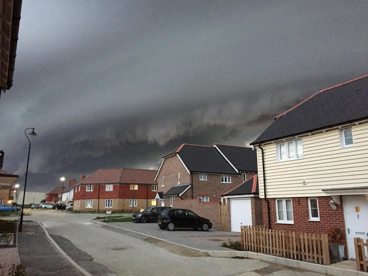 """@AngryBritain: How about this for a threatening sky? #armageddon http://t.co/NZKusOGA4o"" @UKExtremeWeath"