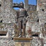 "Entre gritos de ""dictador"" y ""asesino"", una estatua de Porfirio Díaz es develada en Orizaba. http://t.co/dVVrz9kSxm http://t.co/NT7PBg7zgD"