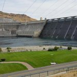 UPDATE: 4.2 magnitude quake felt near Grand Coulee Dam. @KREMWhitney is there: http://t.co/FLAwtDOf33 http://t.co/rHqd1fao0f