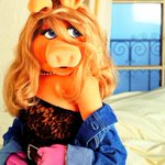 Miss Piggy gonna be on Instagram tomorrow like http://t.co/ofN0axA2hM