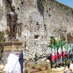 ¡Feliz mes patrio! Develan estatua de Porfirio Díaz porque pues... Ya nada tiene sentido???? http://t.co/mmO7d7Rgny http://t.co/RHLu71xJE3