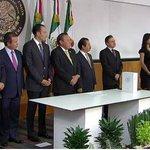 #Aviso: Concluye la ceremonia de entrega del #TercerInforme de Gobierno del Ejecutivo Federal. http://t.co/jN3PvtLWVn http://t.co/pkW7ykbv9Z