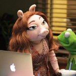 Kermit the Frog is dating a new pig following his breakup with Miss Piggy last month http://t.co/ZvyCaPZuQz http://t.co/mTjhrh4h4X