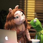 Kermit the Frog has new girlfriend http://t.co/Kq08SLJtsp http://t.co/s1eQCPTGl5