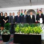#Fotos de la entrega del #TercerInforme de Gobierno del Ejecutivo Federal. http://t.co/SjWc5HprYm http://t.co/Yyc5YPzyJT
